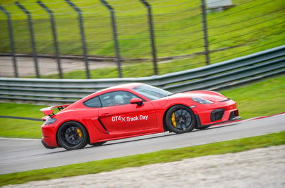review-the-porsche-718-cayman-gt4-is-an-epic-sports-car-that-only-purists-will-understand
