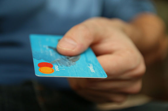 can-retailers-charge-you-extra-for-credit-card-purchases-here-s-the-answer