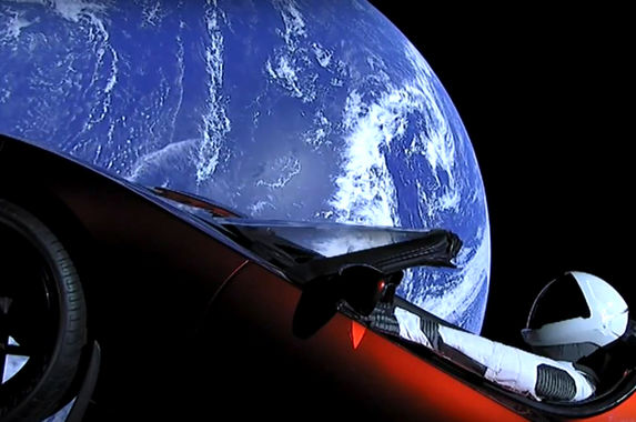 watch-elon-musk-launch-his-own-tesla-roadster-into-space