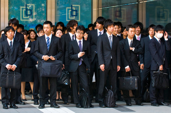 japanese-govt-staff-disciplined-for-leaving-work-two-minutes-early-to-catch-the-bus