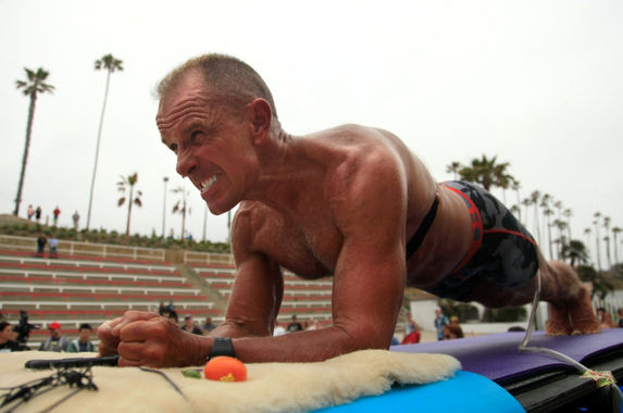 62-year-old-man-breaks-world-record-by-planking-longer-than-we-sleep-at-night
