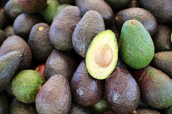 man-robs-bank-using-just-an-avocado-and-succeeds