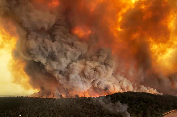 the-wildfire-in-australia-is-so-bad-it-s-reportedly-generating-new-weather-patterns