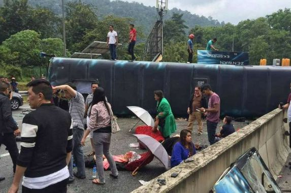 9-singaporeans-injured-after-tour-bus-from-genting-overturns