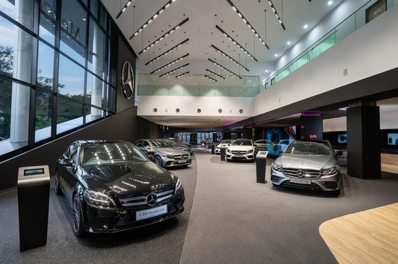 mercedes-benz-goes-above-and-beyond-to-deliver-a-new-showroom-experience