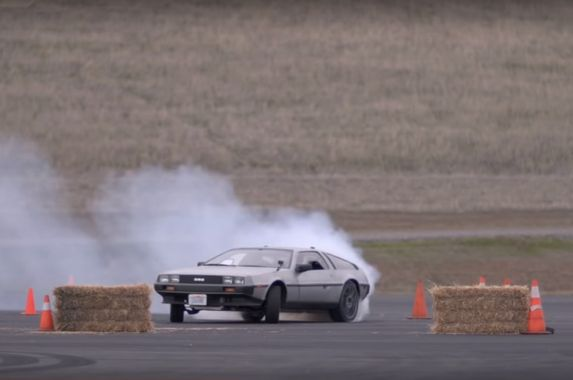 there-s-an-autonomous-electric-delorean-that-can-drift-itself-as-precisely-as-formula-drift-s-finest