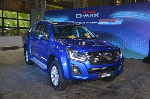 the-new-isuzu-d-max-has-a-variant-for-everyone-in-your-neighbourhood