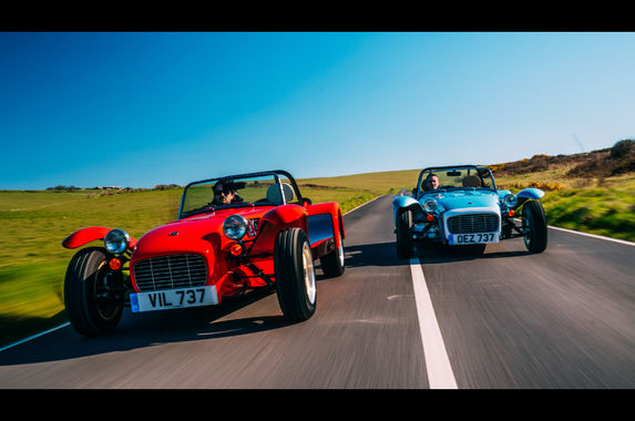 the-caterham-super-seven-1600-is-the-retro-sports-car-we-all-need