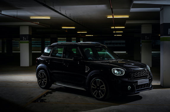 the-mini-countryman-blackheath-edition-is-available-only-in-one-colour