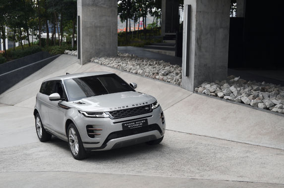the-new-range-rover-evoque-has-off-roading-tech-that-no-one-will-use