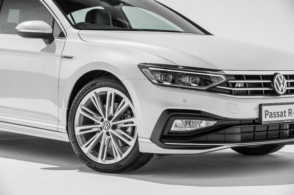 wearing-the-r-line-bodykit-makes-the-volkswagen-passat-look-less-mundane