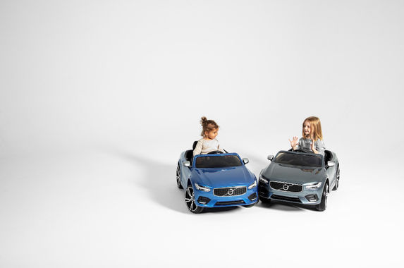 applause-good-guys-volvo-cars-gives-all-employees-a-24-week-paid-parental-leave