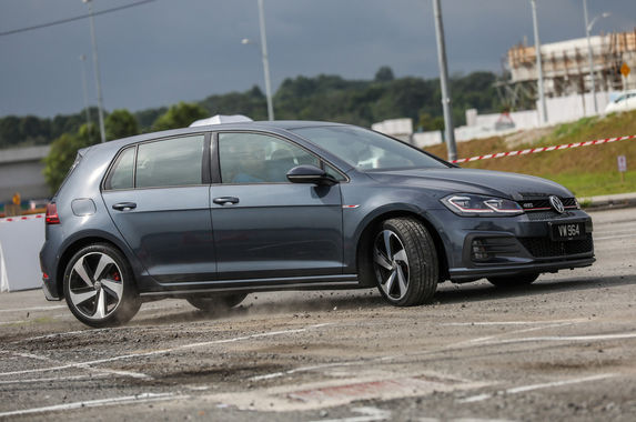 volkswagen-golf-gti-mk7-5-review-still-the-hole-in-one