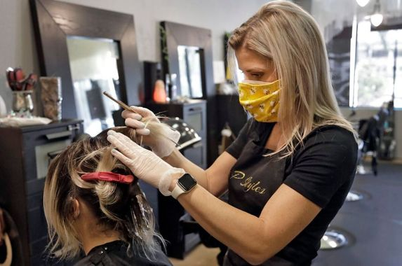 study-2-covid-19-positive-hairstylists-did-not-infect-over-100-customers-because-they-had-masks-on