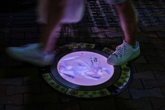 this-japanese-city-s-manholes-are-decorated-with-anime-characters-and-have-another-surprise-feature