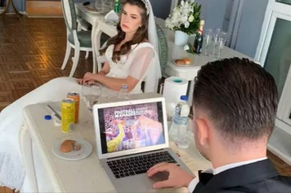 man-plays-football-manager-on-laptop-during-his-own-wedding