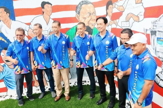 smash-selangor-s-tourism-campaign-honours-legendary-sidek-brothers-with-monument