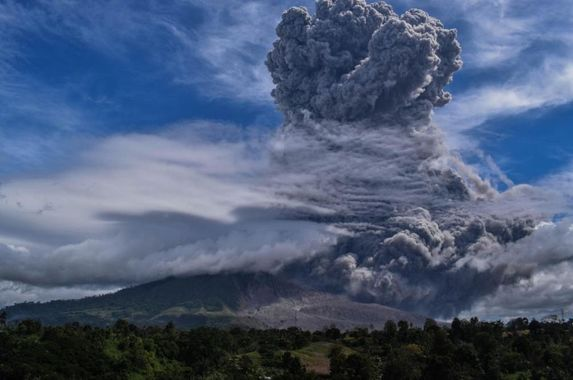 met-dept-volcanic-ash-from-indonesia-s-mount-sinabung-to-enter-malaysian-airspace