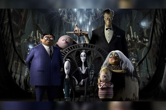 4-creepy-kooky-mysterious-and-spooky-reasons-you-should-watch-the-addams-family