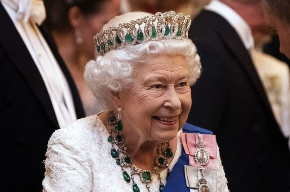 queen-elizabeth-is-looking-for-a-social-media-manager-and-she-ll-pay-you-rm270k-a-year