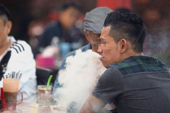 if-you-see-other-malaysians-still-smoking-at-eateries-here-s-what-you-should-do