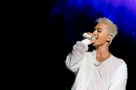 relive-some-of-the-most-epic-moments-from-taeyang-s-white-night-concert-in-kl