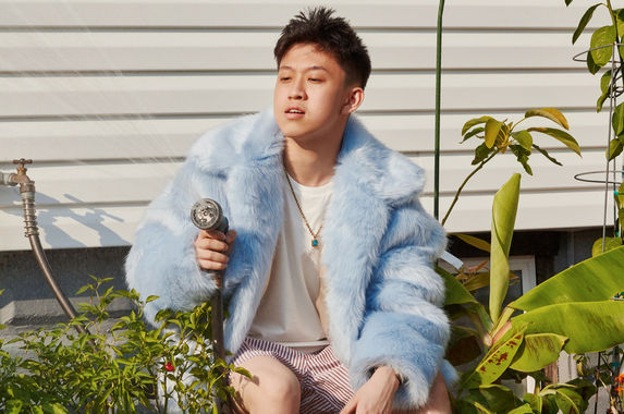 this-rapper-just-became-the-first-asian-to-top-the-itunes-hip-hop-charts