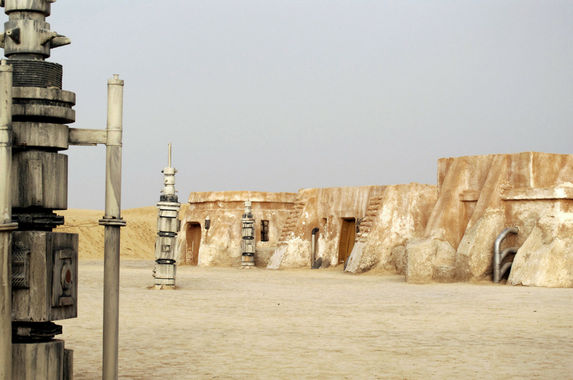 step-into-the-star-wars-universe-in-these-amazing-film-sets-around-the-world