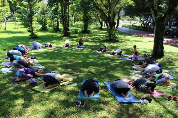 step-out-of-your-comfort-and-do-some-yoga-in-the-park-this-weekend