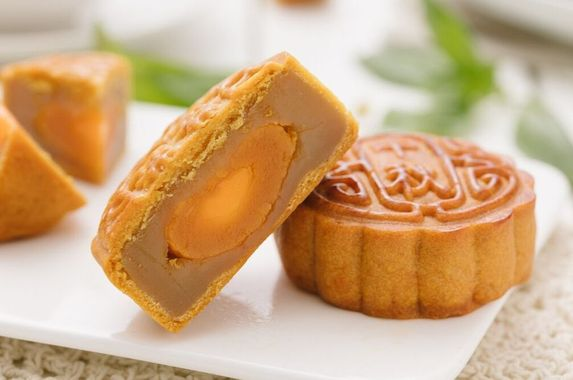you-need-to-try-the-latest-halal-mooncakes-to-join-the-mid-autumn-festival-party-this-year