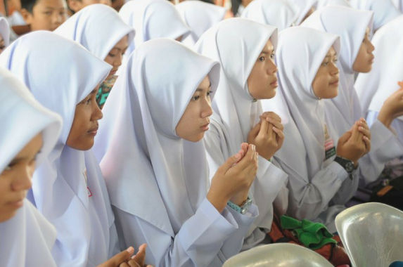 wan-azizah-says-the-govt-will-raise-minimum-marriage-age-to-18