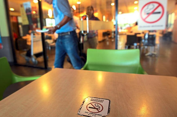 govt-to-ban-smoking-at-open-air-eateries-and-people-are-very-pleased