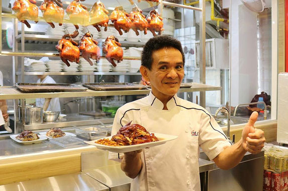 singaporean-michelin-starred-chicken-rice-restaurant-opens-outlet-in-kl