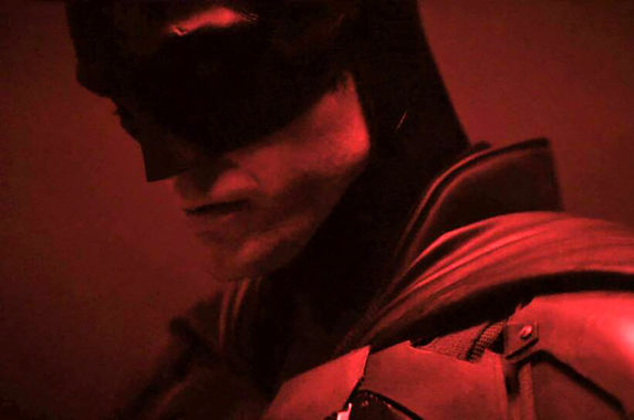 the-bat-is-here-here-s-your-first-look-at-robert-pattinson-as-batman