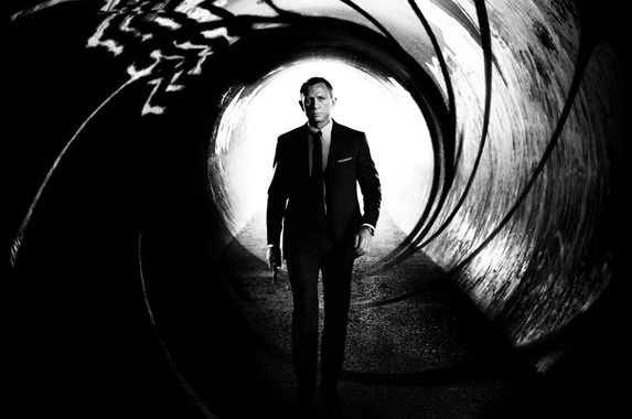 filming-of-bond-25-stopped-after-daniel-craig-fell-and-injured-himself