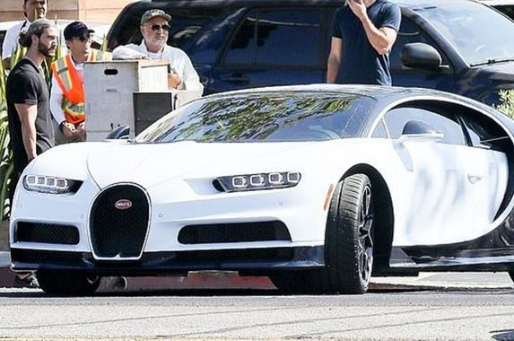 fans-are-fuming-at-kylie-jenner-s-latest-rm12mil-bugatti