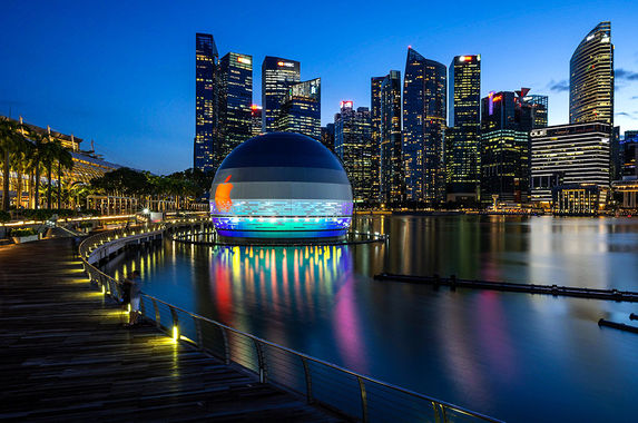 a-floating-apple-store-is-opening-in-singapore-soon-and-it-s-so-extra-we-love-it