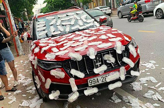 man-finds-his-maserati-covered-in-sanitary-pads-for-parking-illegally