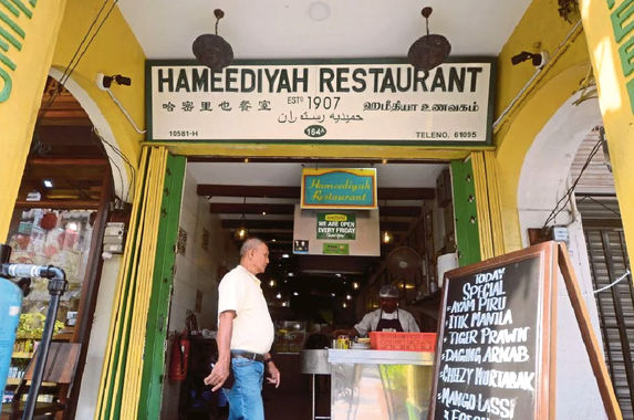 this-nasi-kandar-restaurant-in-penang-has-been-certified-as-the-country-s-oldest