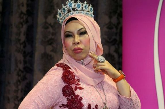 datuk-seri-vida-says-she-is-looking-for-love-but-it-s-not-easy-dating-her