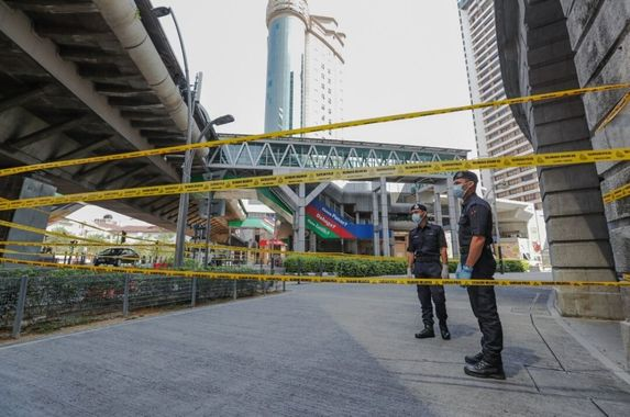 masjid-jamek-lrt-station-entrance-next-to-emco-area-temporarily-sealed-off