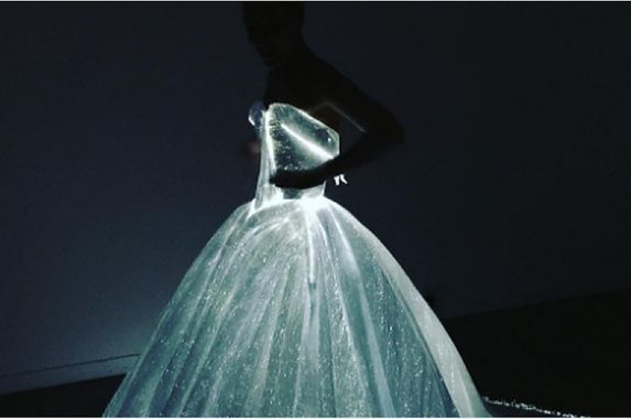 guess-who-slayed-the-met-gala-with-this-insane-glow-in-the-dark-dress