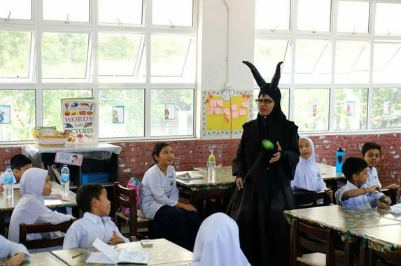 this-malaysian-teacher-cosplays-to-engage-and-inspire-students