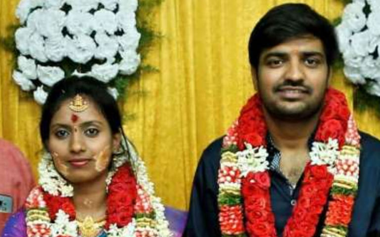Actor-Sathish-Wife-Blessed-With-A-Baby-Girl