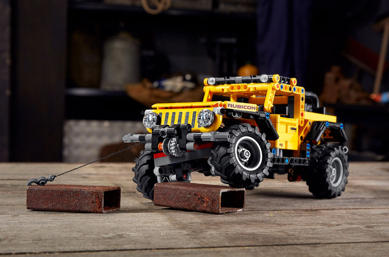 lego-technic-jeep-wrangler-has-a-working-suspension-system-to-conquer-the-couch