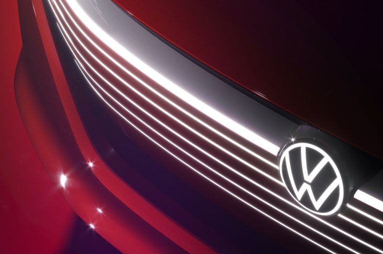volkswagen-will-use-its-new-logo-on-its-cars-unlike-bmw