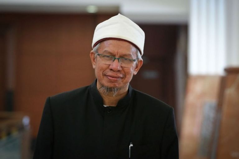 religious-affairs-minister-dr-zulkifli-mohamad-discharged-after-recovering-from-covid-19