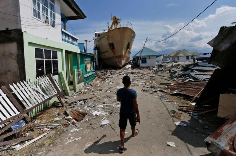 everybody-was-fighting-for-food-malaysian-volunteer-after-sulawesi-earthquake