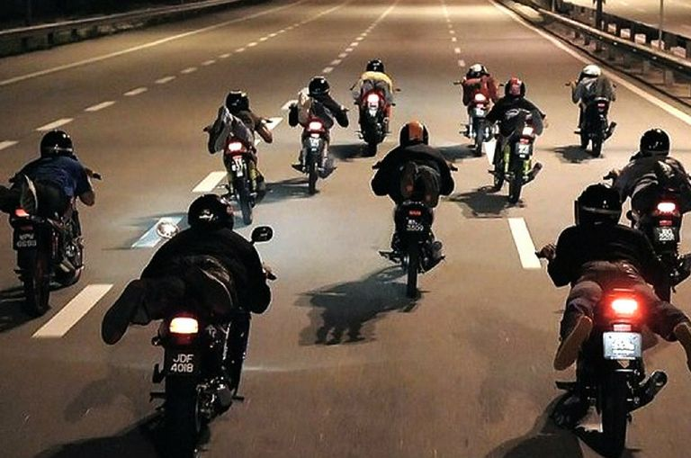 authorities-may-have-found-a-way-to-stop-mat-rempits-increasing-minimum-age-to-purchase-high-cc-bikes