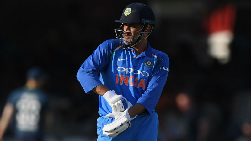Kohli defends Dhoni after Lord's boos